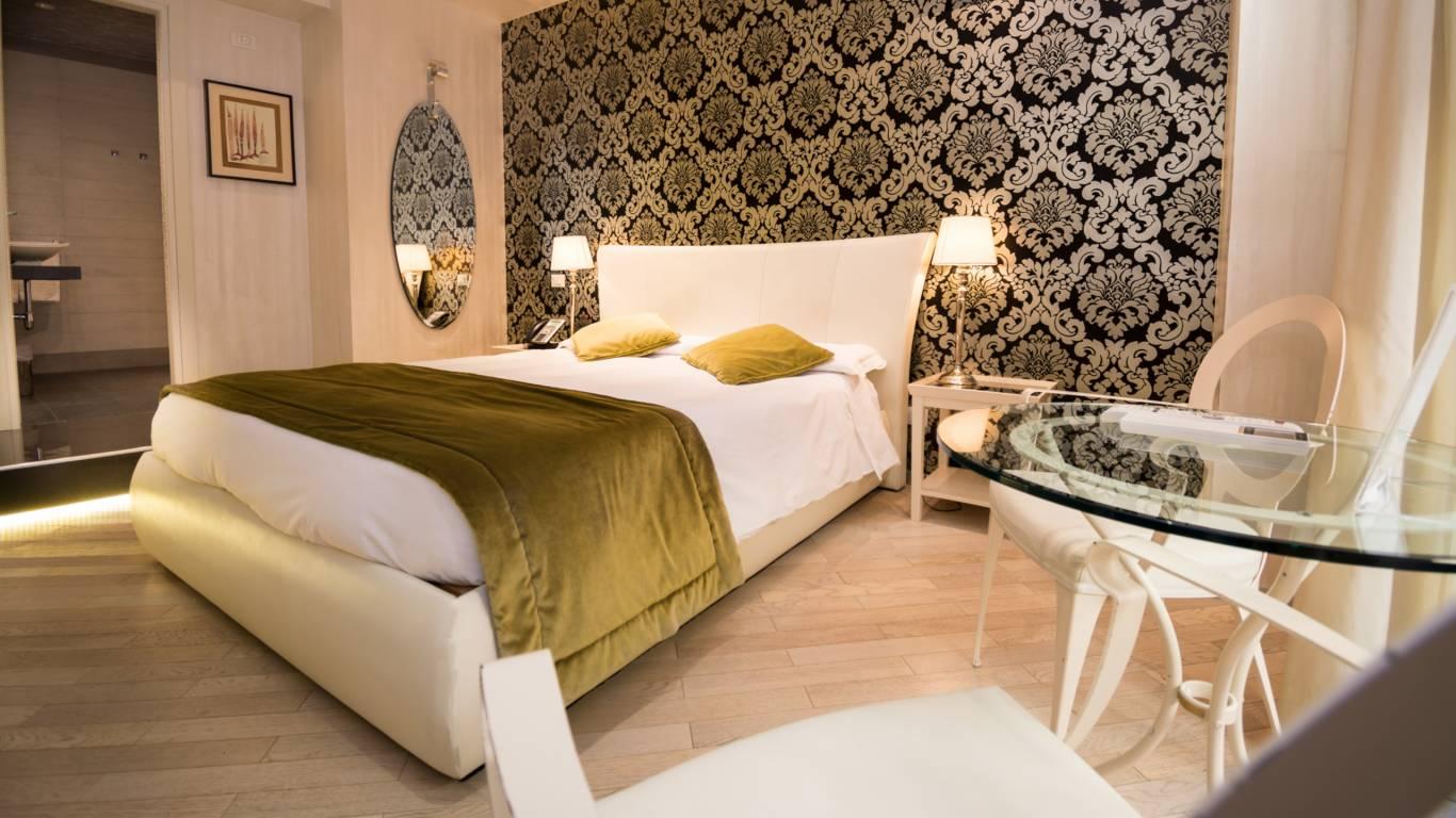 LBH-Hotel-Caravita-rome-junior-suite-2-1.jpg
