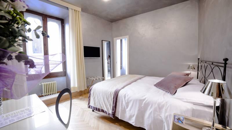 LBH-Hotel-Caravita-rome-classic-room-109-004