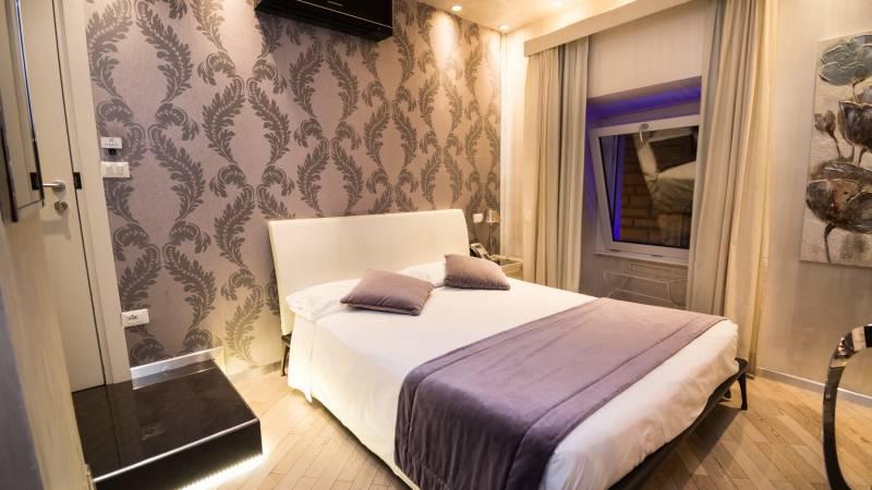 LBH-Hotel-Caravita-rome-classic-room-8