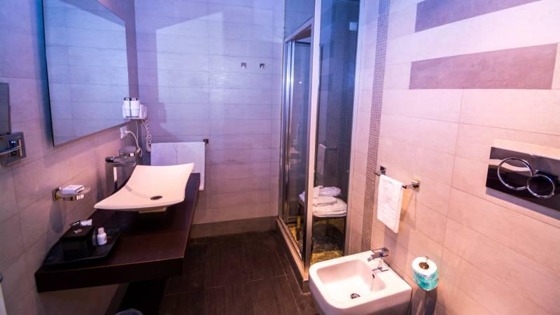 LBH-Hotel-Caravita-roma-junior-suite-4a